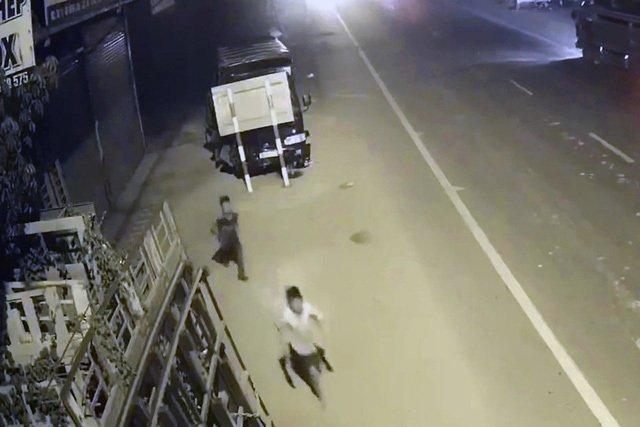 Thiếu niên 13 tuổi vào xưởng tôn trộm tiện lái luôn cả xe tải và cái kết không thể đắng hơn 1