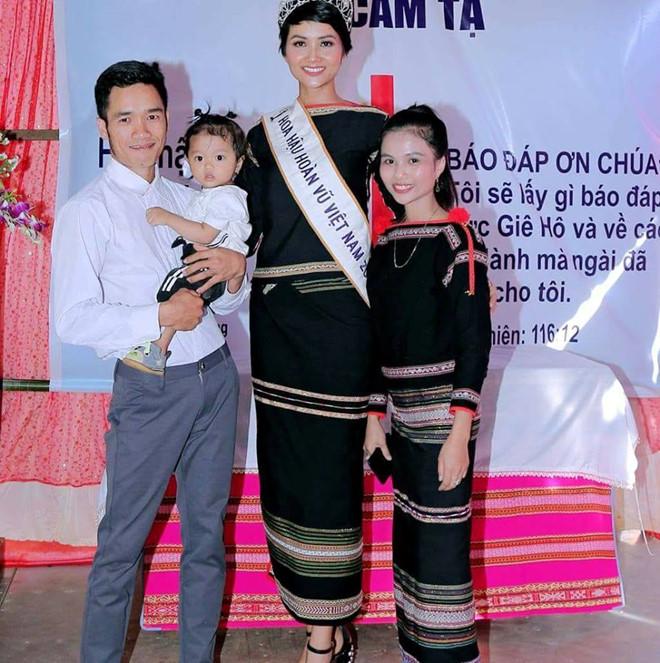 Tiết lộ về dàn em gái siêu xinh của Hoa hậu H'Hen Niê 6