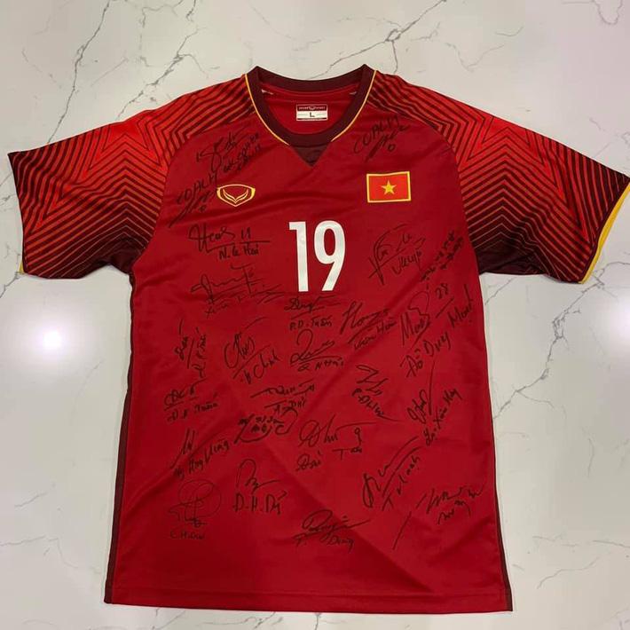 Tin thể thao HOT 22/12: Áo Quang Hải đấu giá được 710 triệu đồng làm từ thiện 1