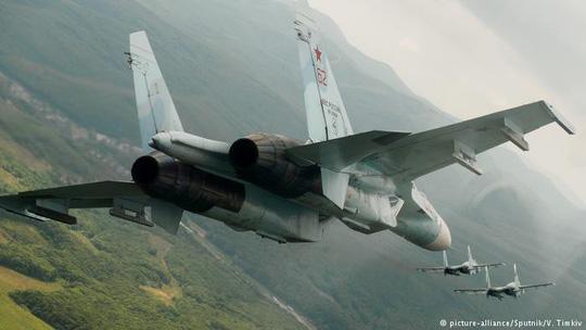 Chiến đấu cơ Nga bất ngờ ồ ạt đáp xuống Crimea 1