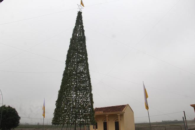 Ngắm cây thông Noel làm từ hàng vạn cây hành và tháp Eiffel bằng tre độc đáo xứ Nghệ 1