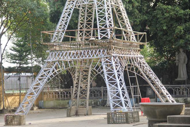 Ngắm cây thông Noel làm từ hàng vạn cây hành và tháp Eiffel bằng tre độc đáo xứ Nghệ 10