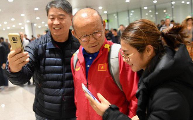 Thầy trò rủ nhau đi nhận giải, đội tuyển Việt Nam chỉ tập luyện với 24 người 1