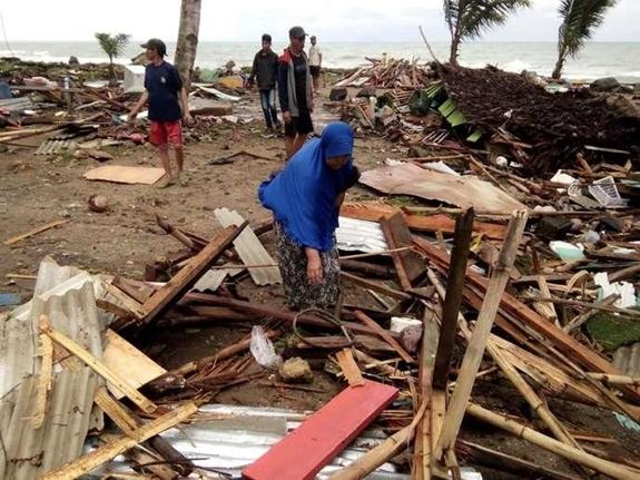 Ám ảnh về cảnh tan hoang đau lòng trong thảm hoạ sóng thần tại Indonesia khiến 1000 người thương vong 6