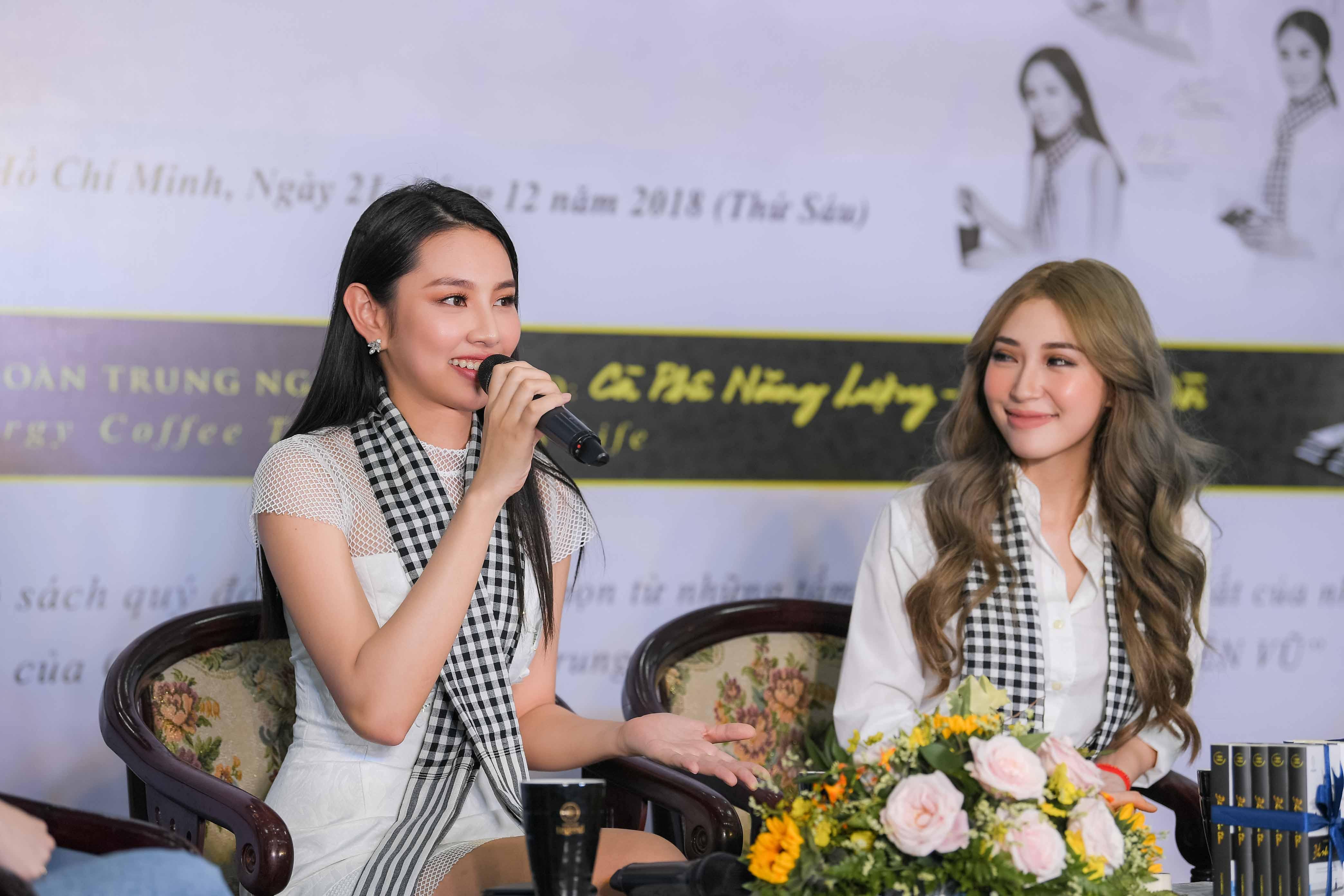 Người đẹp Nhân ái Thùy Tiên trổ tài đàn hát với sinh viên 3