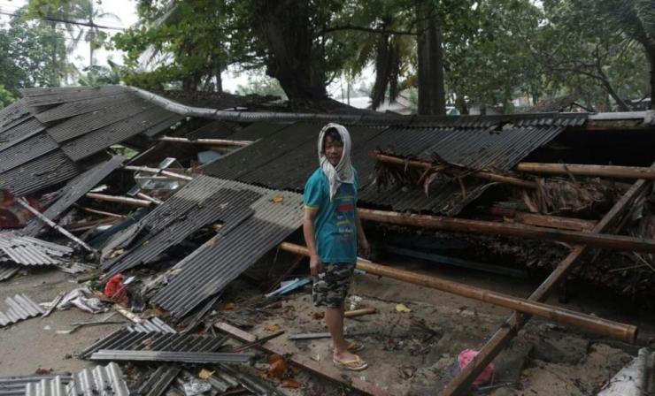 Ám ảnh về cảnh tan hoang đau lòng trong thảm hoạ sóng thần tại Indonesia khiến 1000 người thương vong 9