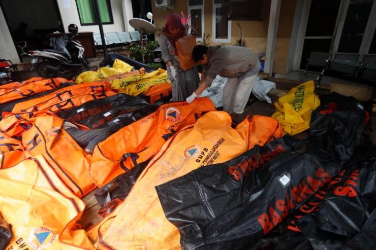 Ám ảnh về cảnh tan hoang đau lòng trong thảm hoạ sóng thần tại Indonesia khiến 1000 người thương vong 16