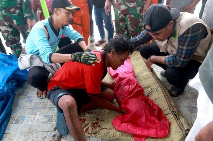 Ám ảnh về cảnh tan hoang đau lòng trong thảm hoạ sóng thần tại Indonesia khiến 1000 người thương vong 14