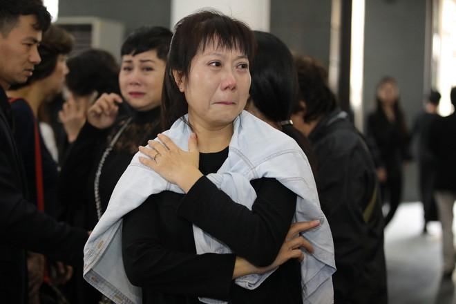Hình ảnh xúc động trong buổi tiễn đưa NSND Anh Tú về nơi an nghỉ 9