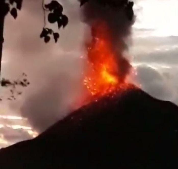 Ám ảnh về cảnh tan hoang đau lòng trong thảm hoạ sóng thần tại Indonesia khiến 1000 người thương vong 3