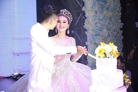 Lâm Khánh Chi bất ngờ tổ chức tiệc mừng kỉ niệm 1 năm ngày cưới với số lượng khách cực