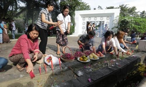 Người dân Indonesia cầu nguyện cho nạn nhân vụ sóng thần 2004 1