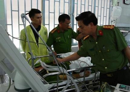 Trung tá công an bị đối tượng 'ngáo đá' đâm tử vong: 'Trước khi đi làm anh ấy còn chưa uống thuốc chữa bệnh' 2
