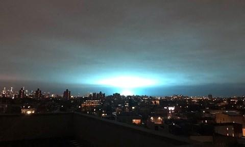 Xuất hiện ánh sáng xanh bí ẩn ở New York khiến người dân hoảng loạn 1