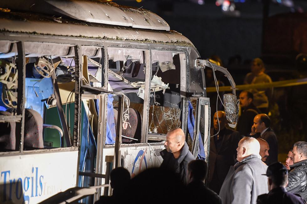 Cận cảnh hiện trường vụ xe buýt chở 14 du khách Việt bị đánh bom ở Ai Cập 1