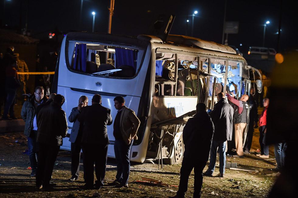 Cận cảnh hiện trường vụ xe buýt chở 14 du khách Việt bị đánh bom ở Ai Cập 11