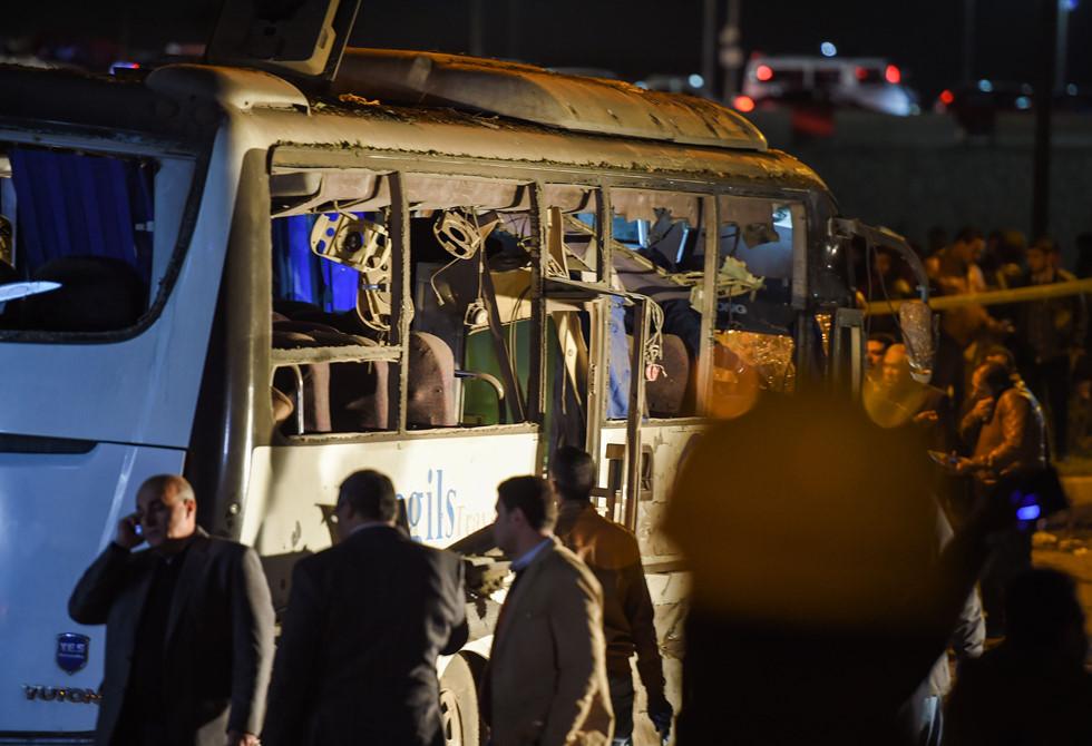 Cận cảnh hiện trường vụ xe buýt chở 14 du khách Việt bị đánh bom ở Ai Cập 12