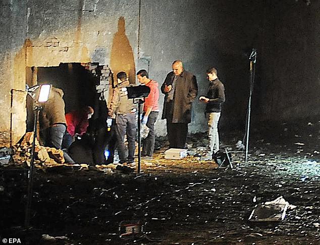 GĐ Sở Du lịch TP.HCM cùng người thân nạn nhân vụ đánh bom bay qua Ai Cập 1