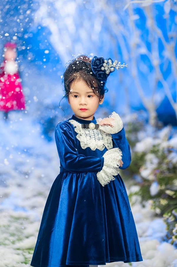 """Hình ảnh Vietnam Kids Fashion Week mùa 3: """"Nguyệt thảo mai"""" catwalk cùng con gái 7 tuổi số 7"""