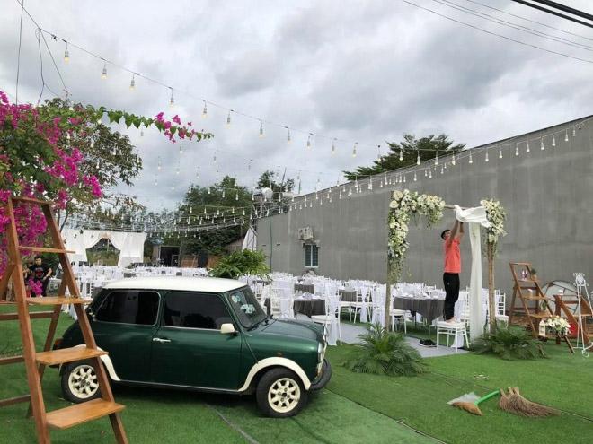 Vợ 9X tình tứ chăm sóc Tiến Đạt tại lễ cưới, dân mạng soi vòng 2 lộ rõ bất thường 2