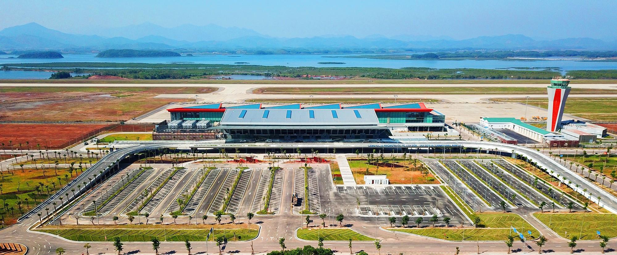 Thủ tướng bấm nút khánh thành sân bay Vân Đồn 2