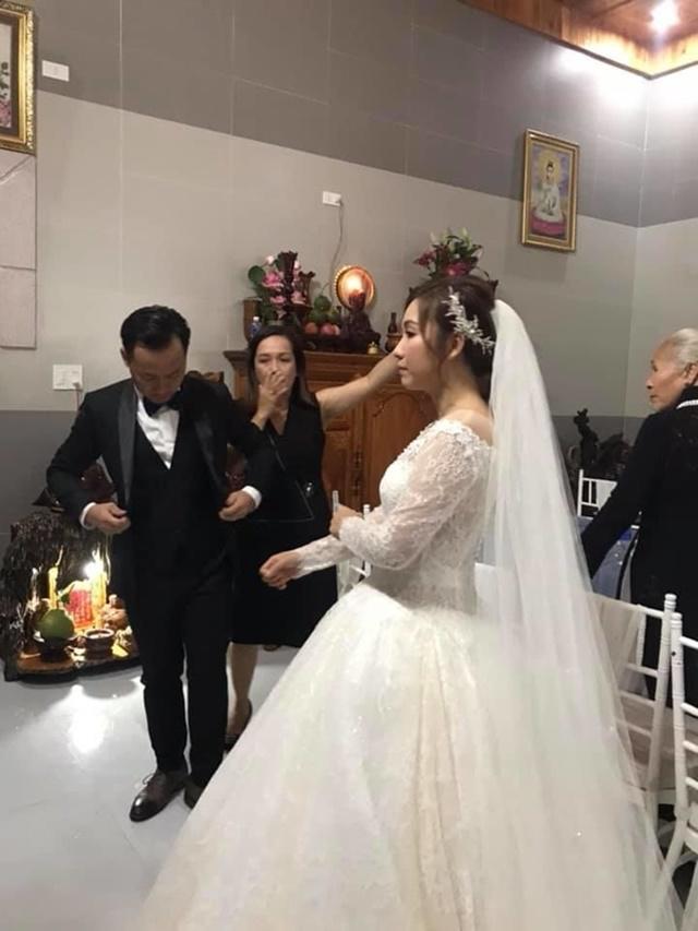 Bà xã Tiến Đạt lộ bụng to bất thường trong đám cưới tại tư gia 1