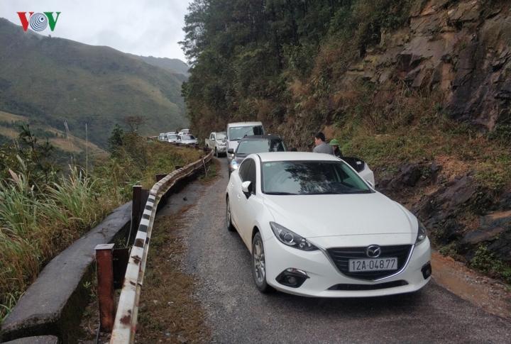 Sự thực thông tin Lạng Sơn cấm ôtô lên khu du lịch Mẫu Sơn ngắm băng tuyết 1