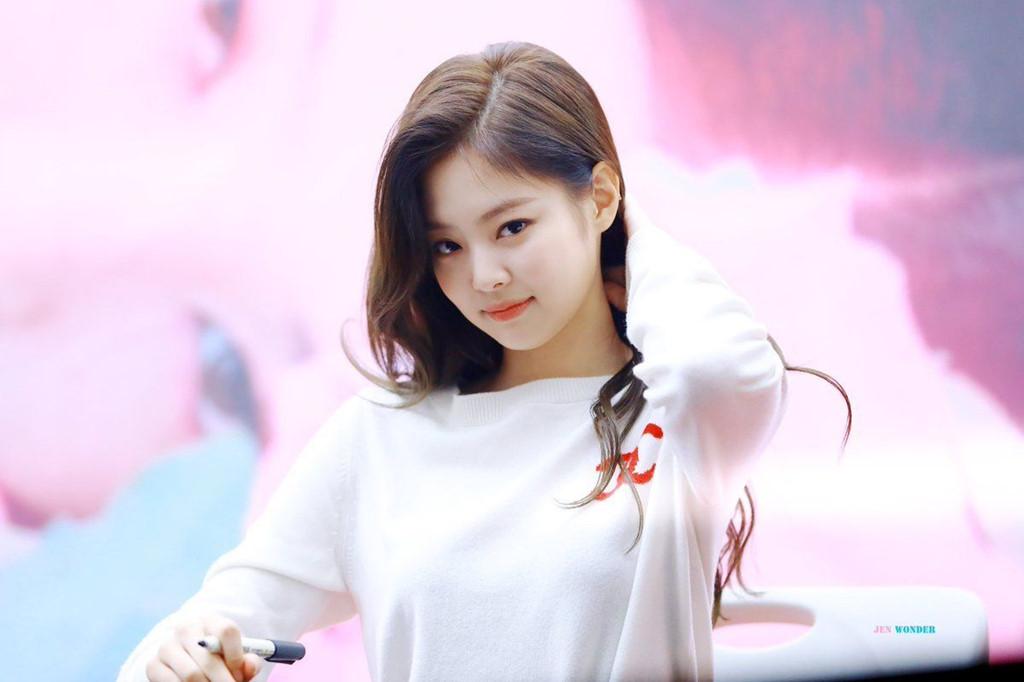 Jennie (Black Pink): Tiểu thư kiêu kỳ được nhà YG cung phụng, o bế 1