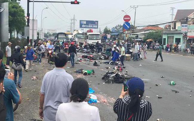Long An: Xe container tông 18 xe máy dừng đèn đỏ, ít nhất 4 người tử vong 2