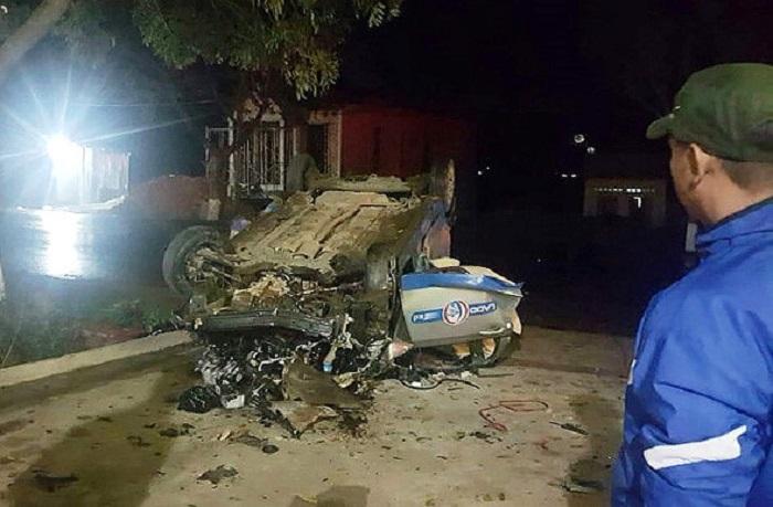 Tai nạn thảm khốc giữa xe máy và taxi, 3 người tử vong 1