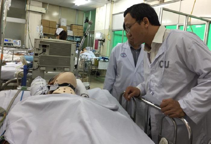 Vụ tai nạn thảm khốc ở Long An: Chồng ngất xỉu khi thấy thi thể vợ không nguyên vẹn  1