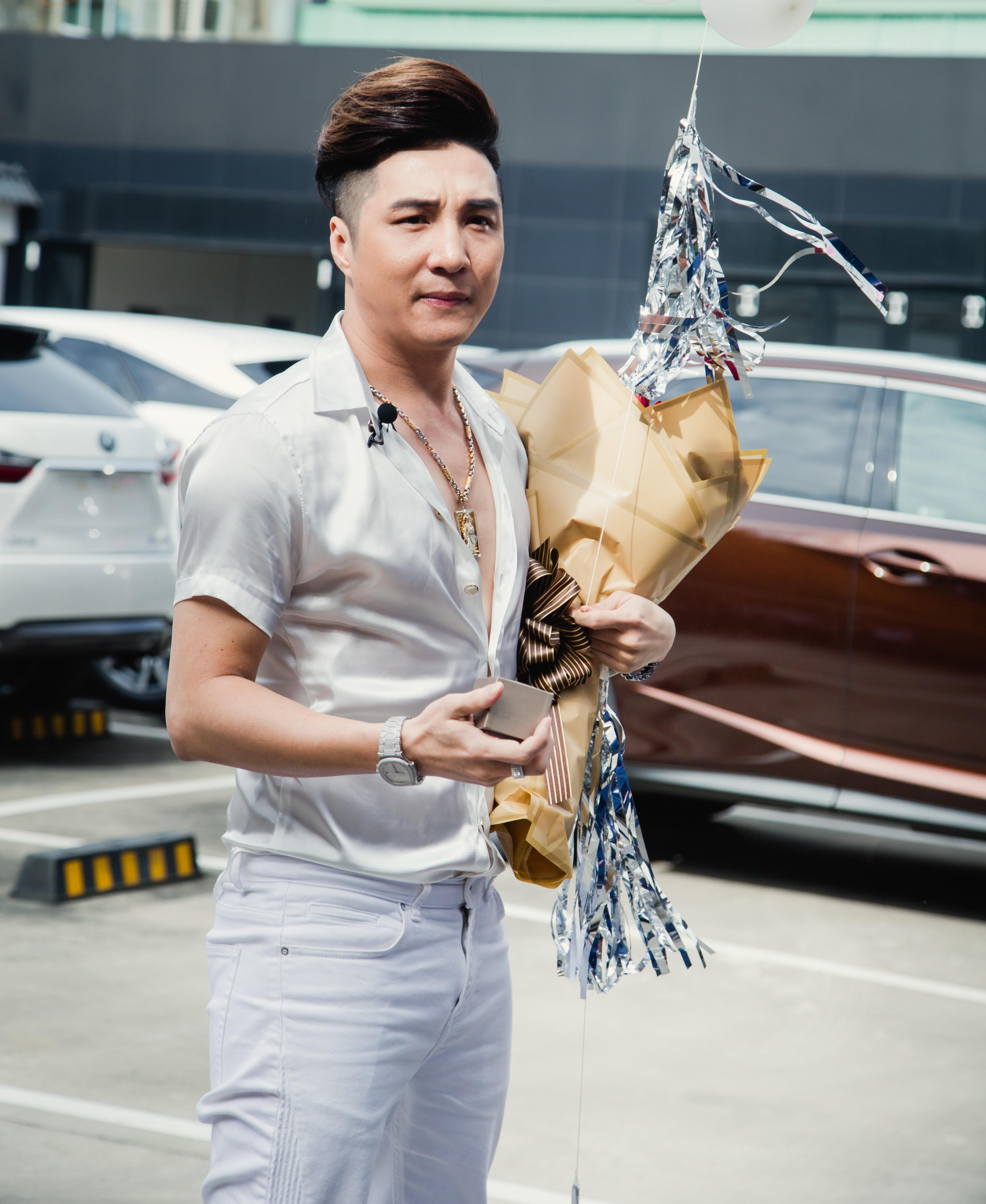 Ca sĩ Lâm Chấn Khang bất ngờ cầu hôn Kim Jun See sau 17 năm bên nhau, tặng xe tiền tỷ và nhẫn kim cương 2