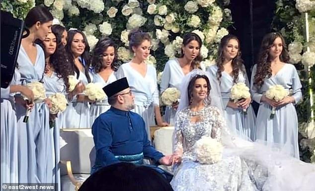 Quốc vương Malaysia cưới Hoa hậu Nga thoái vị sau 2 năm lên ngôi 1