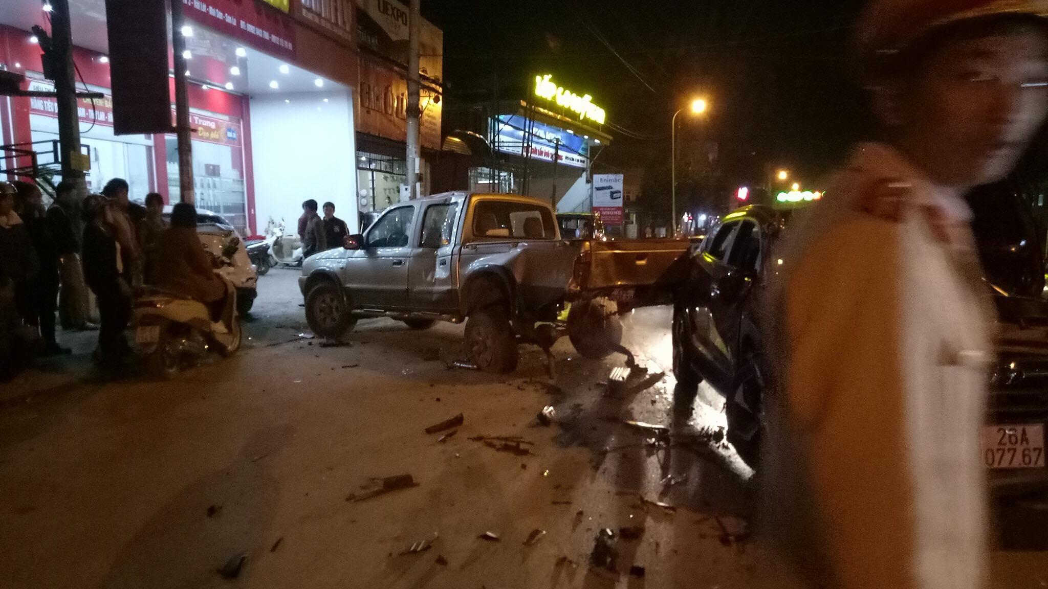 Sơn La: Xe 4 chỗ gây tai nạn liên hoàn khiến 3 xe ô tô hư hỏng nặng 1