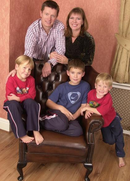 Triệu phú bất ngờ phát hiện mình vô sinh sau 20 năm nuôi 3 con với vợ 2