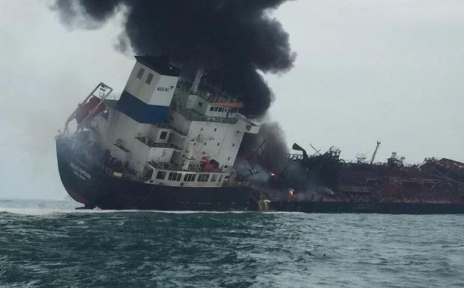 Tàu chở dầu treo cờ Việt Nam bốc cháy ngoài khơi Hong Kong, 1 người thiệt mạng và 3 người mất tích 1