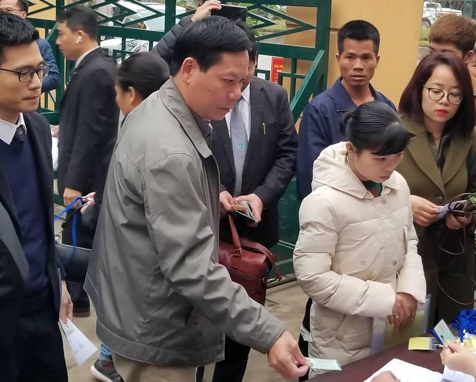 Hình ảnh Hoãn phiên tòa xét xử 9 bệnh nhân chết khi chạy thận do vắng mặt BS Hoàng Công Lương số 1