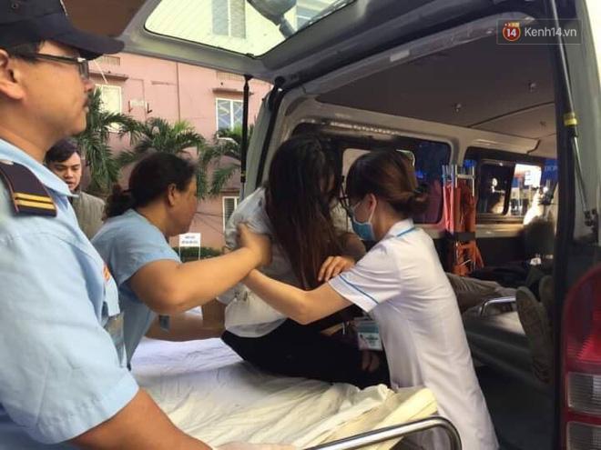 Xe khách chở hơn 20 người lao xuống đèo Hải Vân: 1 nữ sinh tử vong 4