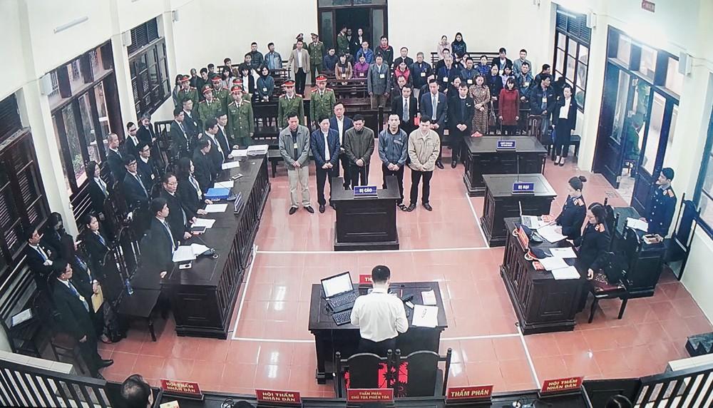 Hình ảnh Hoãn phiên tòa xét xử 9 bệnh nhân chết khi chạy thận do vắng mặt BS Hoàng Công Lương số 2