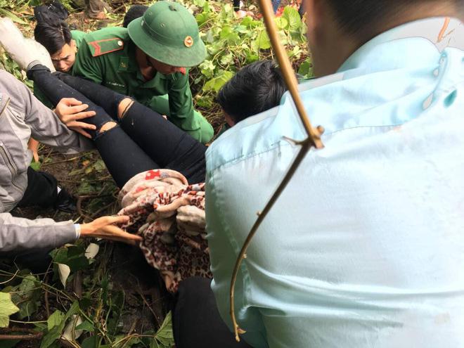 Xe khách chở hơn 20 người lao xuống đèo Hải Vân: 1 nữ sinh tử vong 3
