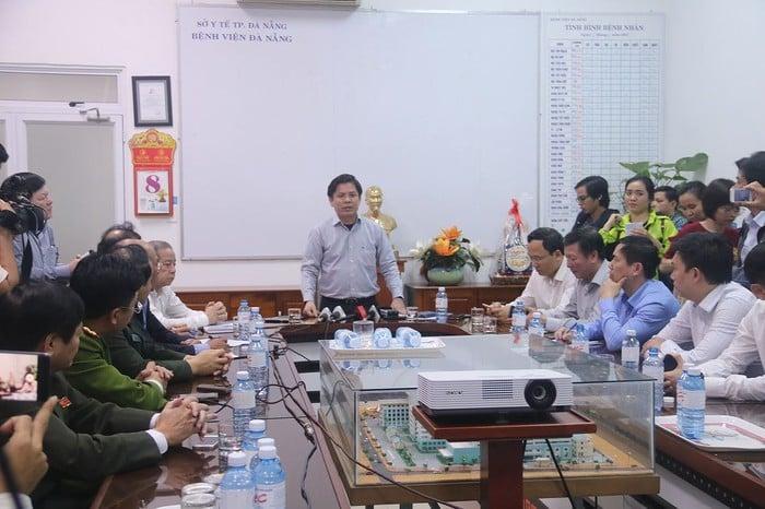 Vụ xe khách chở sinh viên lao xuống vực đèo Hải Vân: Bộ trưởng GTVT chỉ đạo nóng 2