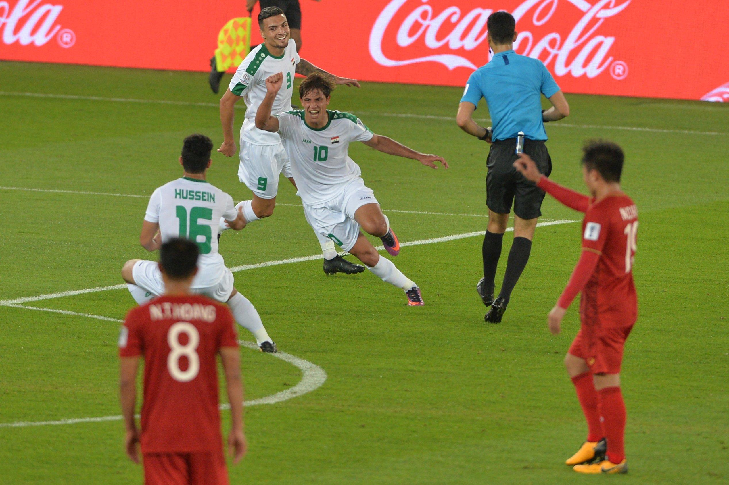 Để thua Iraq, đội tuyển Việt Nam tụt 5 hạng tại FIFA 1