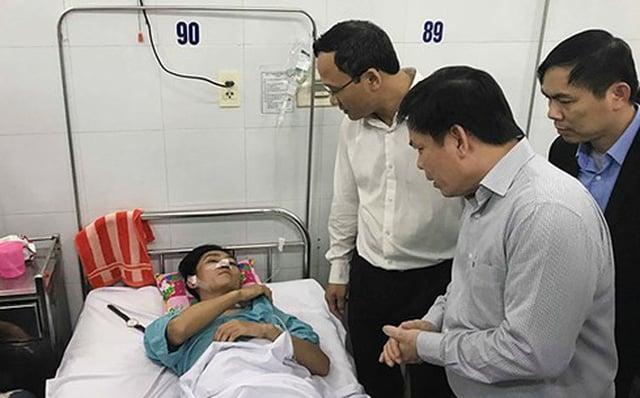 Vụ xe khách chở sinh viên lao xuống vực đèo Hải Vân: Bộ trưởng GTVT chỉ đạo nóng 1