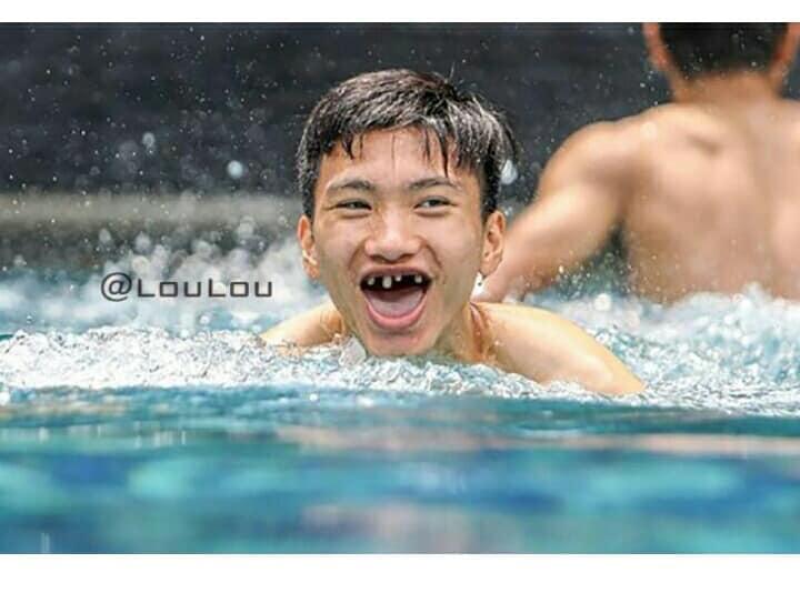 Hình ảnh Fans hí hửng chế ảnh các cầu thủ tuyển Việt Nam, NHM cười ngất số 7