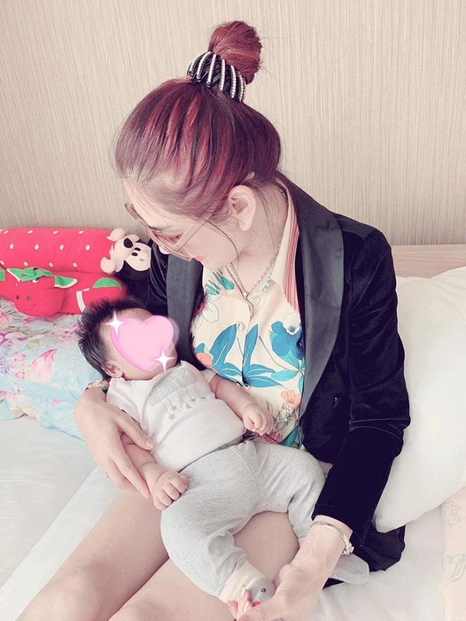 Lộ ảnh con đầu lòng của Lâm Khánh Chi được sinh ra từ tinh trùng lưu giữ 2