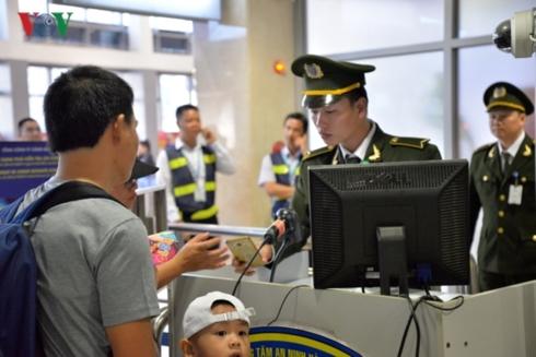 Hình ảnh Nhân viên an ninh hàng không Nội Bài bị cò xe dù hành hung số 1