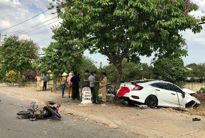 Bình Dương: Người đàn ông đứng trên vỉa hè chết oan vì 2 ô tô tông nhau 1
