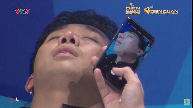 Trấn Thành bị anti-fans mỉa mai kém sang khi lộ ảnh ngủ ngáy, ăn như bị bỏ đói 1