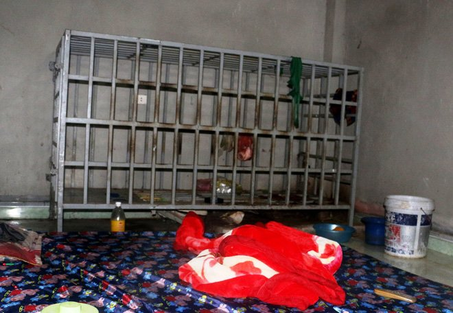 Hình ảnh Cận cảnh chiếc lồng sắt bà vợ ở Thanh Hóa dùng để nhốt chồng suốt 3 năm số 1