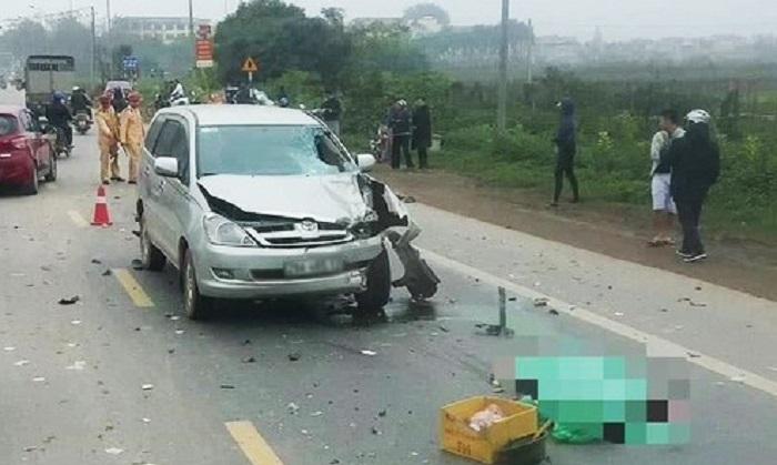 Hình ảnh Xe Innova vượt ẩu tông trực diện xe máy khiến 2 người tử vong số 1
